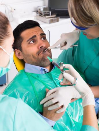 Schmerzensgeld aufgrund von Therapiefehler und Schadensersatz: Zahn-OP